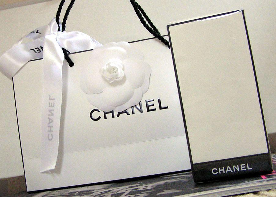 • Chanel Les Exclusifs: Bois des Îles Romana Granatova