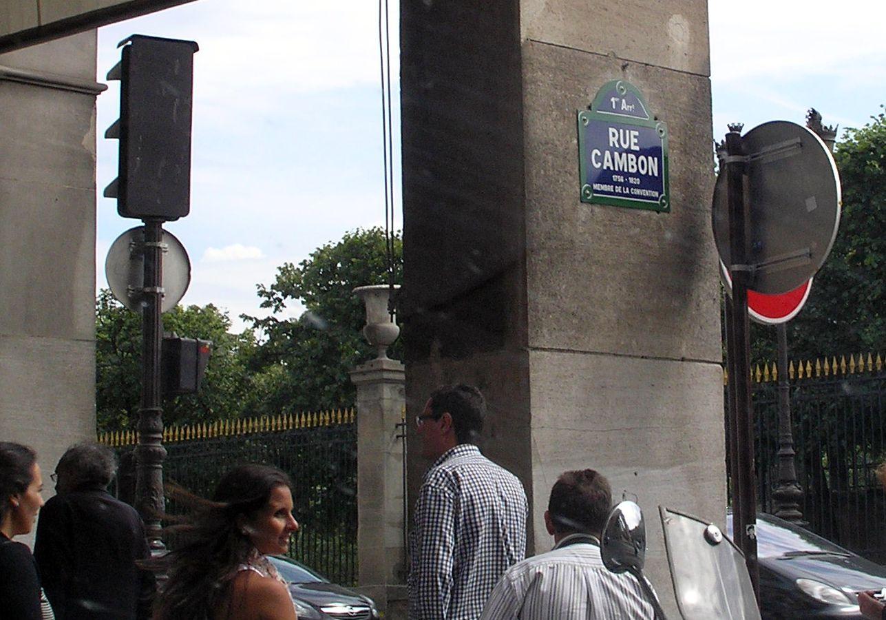 Samozřejmě, SAMOZŘEJMĚ, že všichni jezdíme do Paříže kvůli Louvru! Tak až se účastníci zájezdu nebudou koukat, tak hup přes plot Tuilerií a jste TAM!