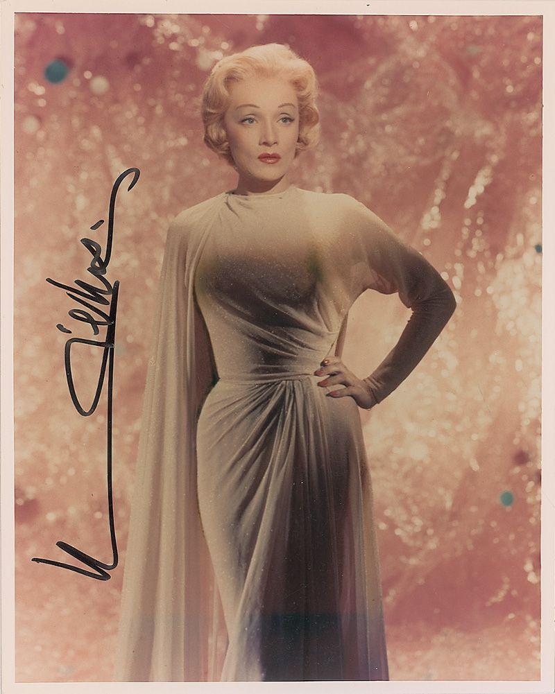 Marlene Dietrich v aranžovaných šatech od Madame Grés.  Zdroj: http://www.icollector.com/Marlene-Dietrich_i13560596
