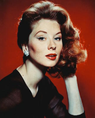 Jak na makeup podle Suzy Parker? Inspirujte se na:  http://ladyviolette.com/2011/10/22/suzy-parkers-trademark-makeup-circa-1950s-how-to-achieve-her-vintage-50s-look-recreated-by-lady-violette-de-courcy-using-cosmetic-products-available-in-2011/