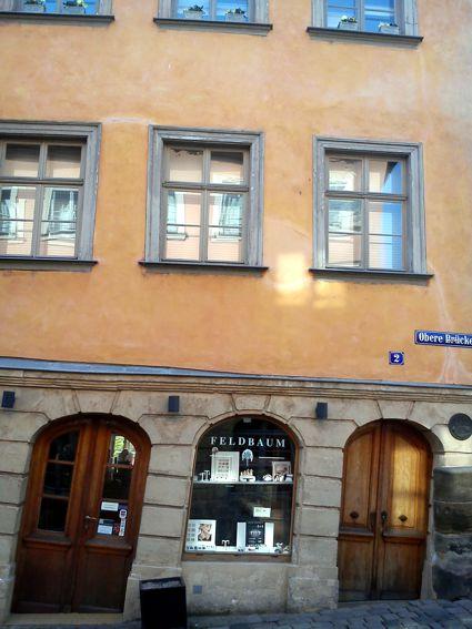 Některé domy připomínají spíš Pisu, než Benátky.