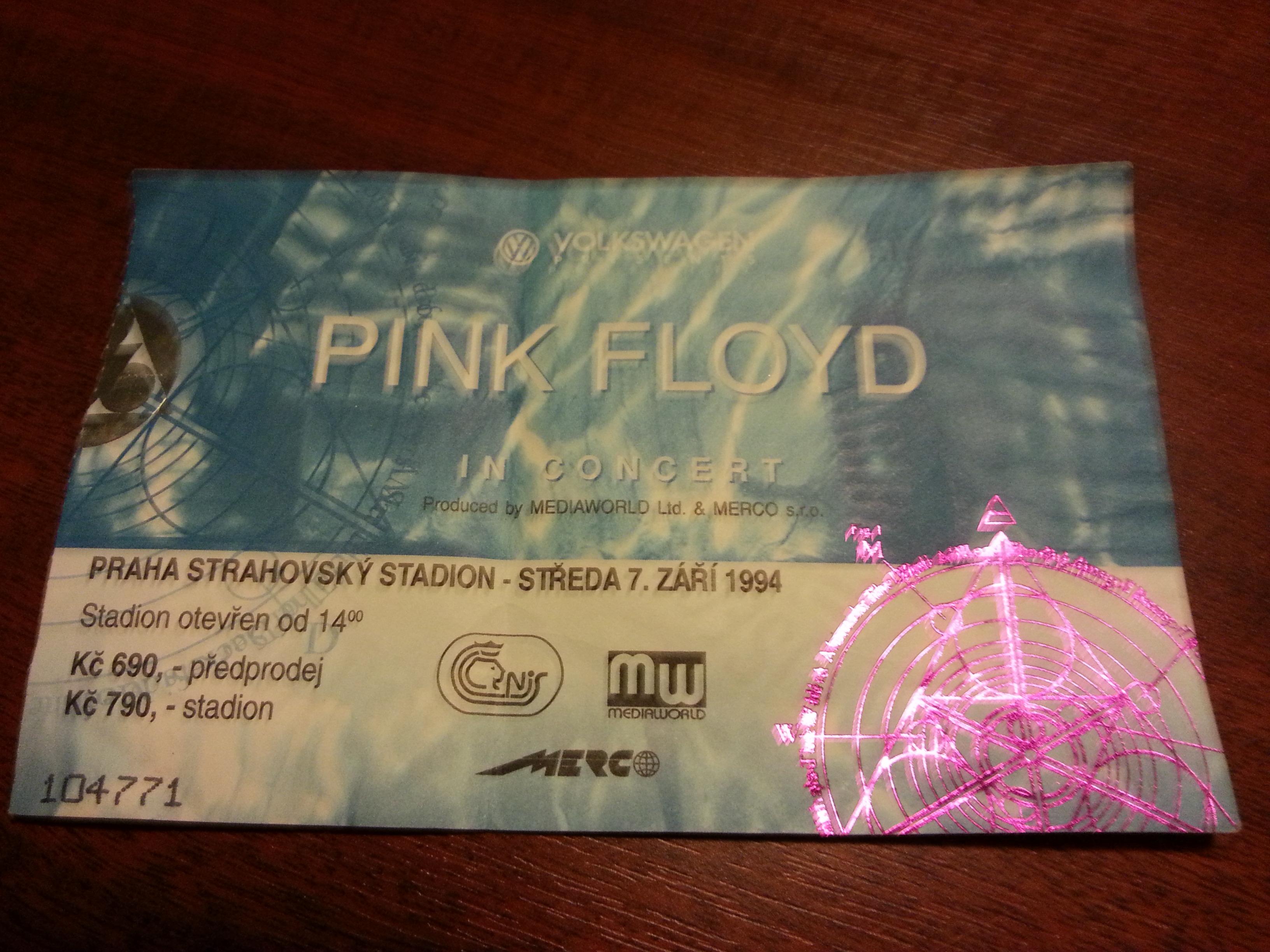 Pietně uchovávaný lístek na jiný kvalitní koncert.