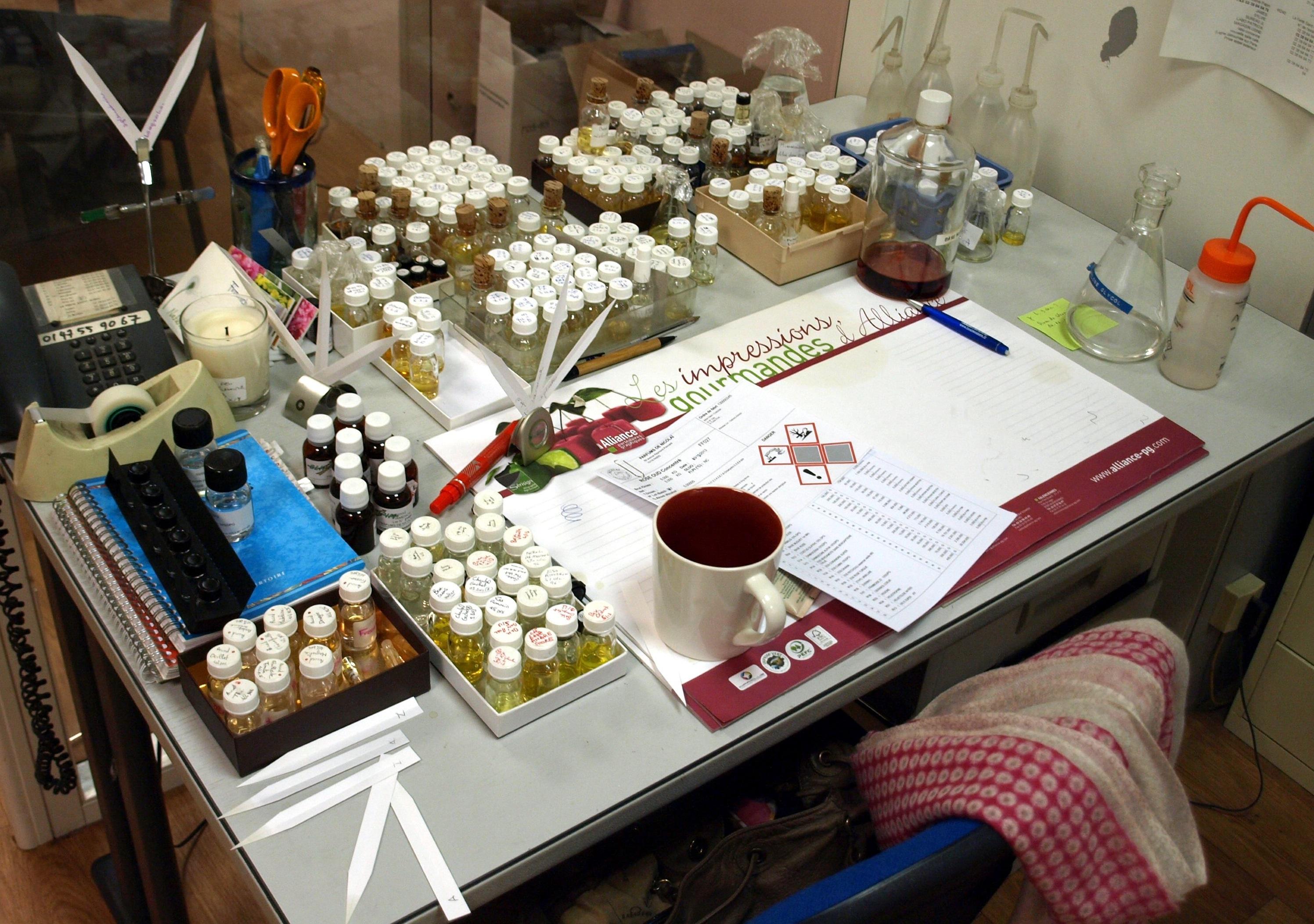 Stůl parfumérky, která pracuje pro sebe i pro ostatní: Patricie Nicolai