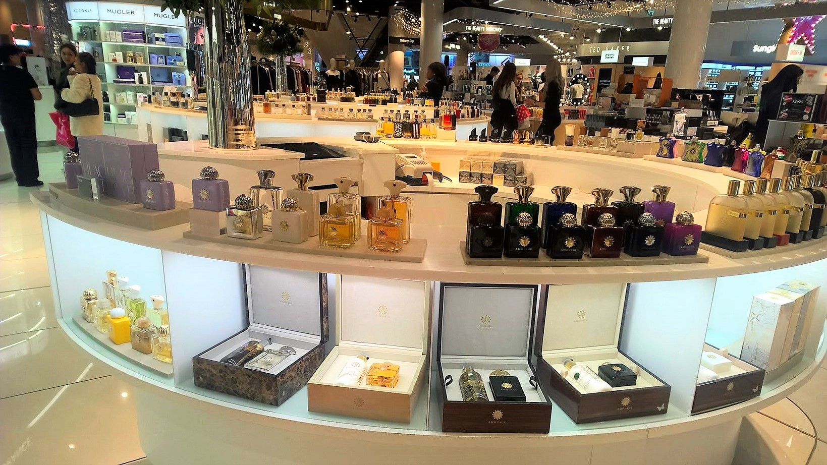 selfridges_perfume_shopping